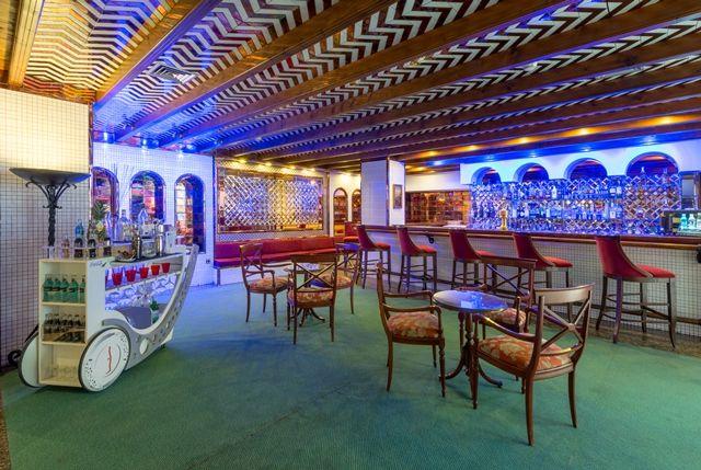 Rincón acogedor donde podrá disfrutar de una copa junto una agradable compañia ambientado con una música.