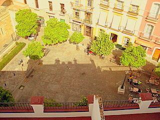 Vista de la plaza del hotel desde habitacion con terraza