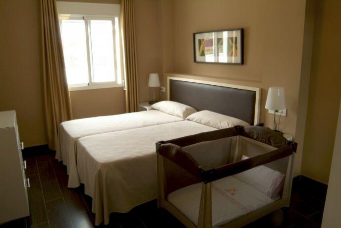 Habitación apartamento 1 dormitorio con cuna gratis.