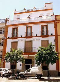 Fachada principal en la Plaza de San Andrés.