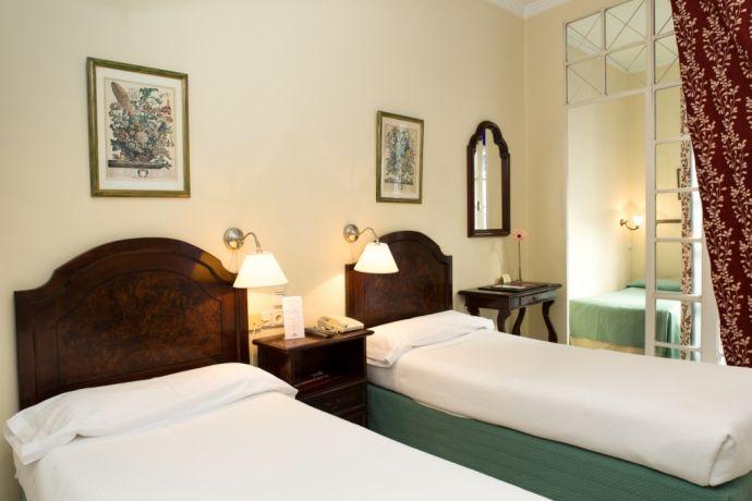 Habitación Triple Hotel Abril Sevilla