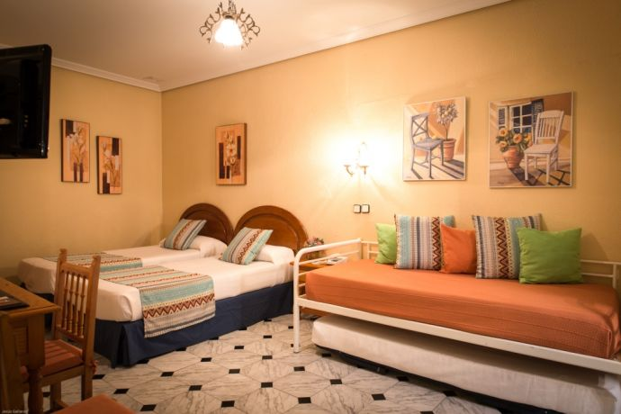 Habitacion triple o familiar Bed & Breakfast Naranjo Sevilla