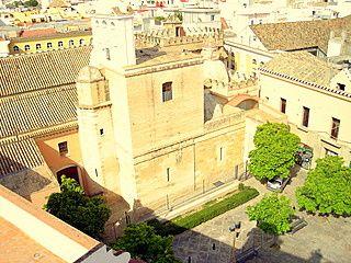 Vista de la Iglesia de San Andres y plaza desde habitacion con terraza
