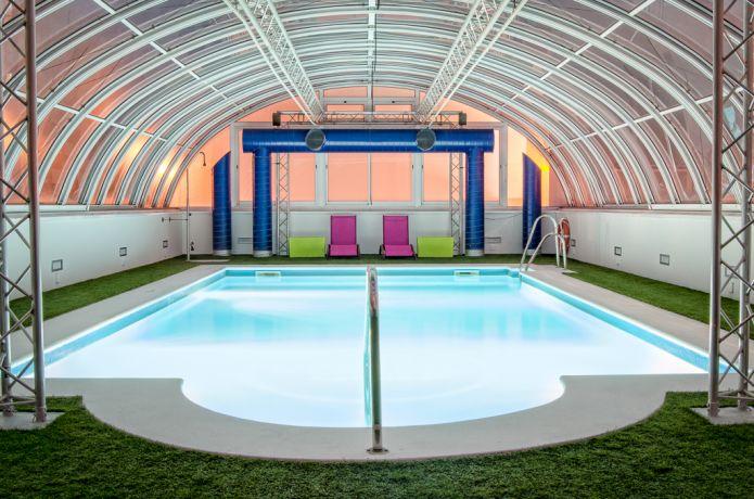 Hotel con piscina climatizada en Sevilla